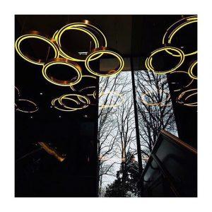 Jeu de lumière dans les escaliers du #pavillonroyal 📷 @studio_lm